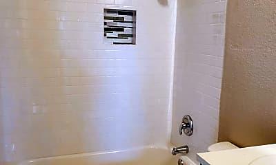 Bathroom, 507 Hackberry St, 2