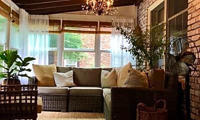 Living Room, 589 Garden Dr, 2