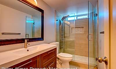 Bathroom, 13521 Franklin St, 2