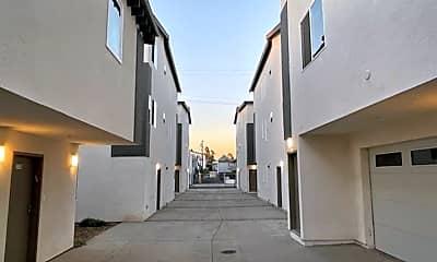 Building, 1130 W 36th Pl, 2