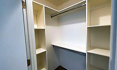 Bathroom, 4233 N Longview Ave 101, 2