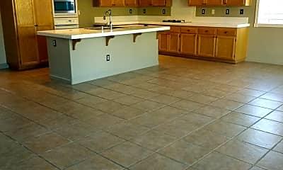 Kitchen, 1132 Sonia Dr, 2