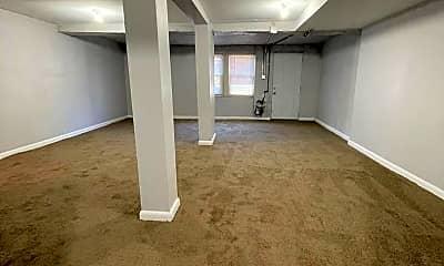 Bedroom, 101 S Kossuth St, 2