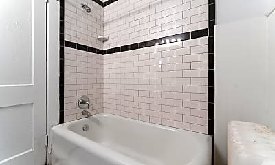 Bathroom, 3904 Brighton Rd, 2