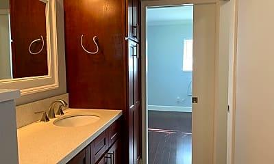 Bathroom, 418B Keaniani St, 2