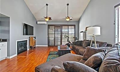 Living Room, 3913 N Virginia Rd, 1