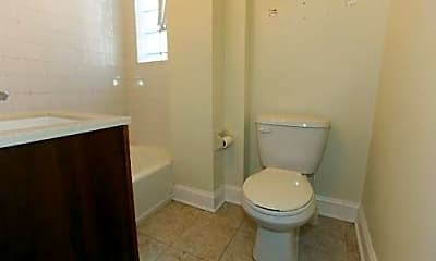 Bathroom, 1411 W Erie St, 2