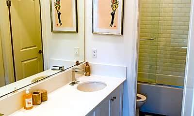 Bathroom, 400 Chickasaw St, 1