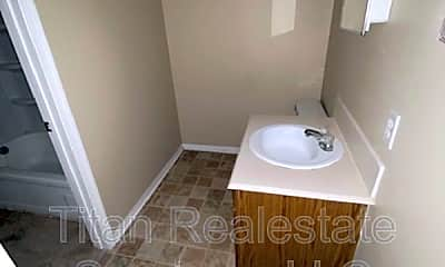 Bathroom, 106 Hummingbird Ln, 2
