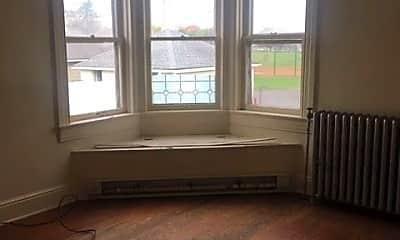 Living Room, 983 E Philadelphia St, 2