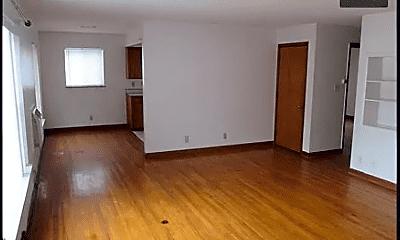 Living Room, 154 E Hudson Ave, 1