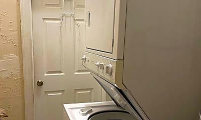 Bathroom, 479 Spring St, 2