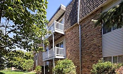 Building, River Garden Apartments, 2