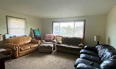 Living Room, 724 2nd St E, 2