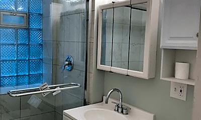 Bathroom, 4809 N Rockwell St, 2