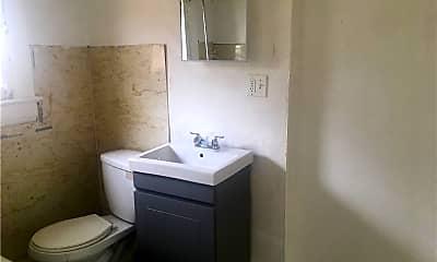 Bathroom, 167 Chittenden St 5, 2