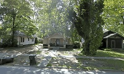 209 Lazarre Ave, 1