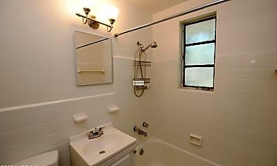 Bathroom, 2729 Oak St, 2