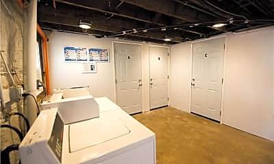 Bathroom, 711 W 6th St 4, 2