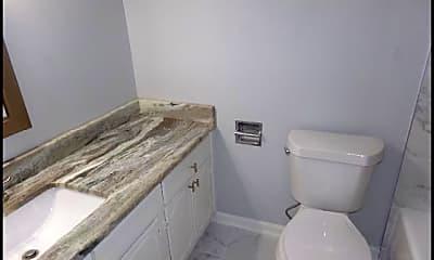 Bathroom, 1601 N Bryant #24, 2