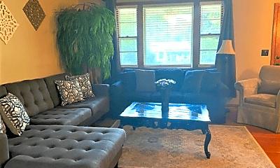 Living Room, 2618 Lakeland Dr, 0