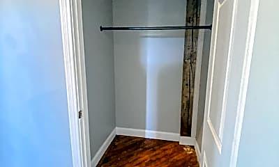 Living Room, 423 N 3rd St, 1