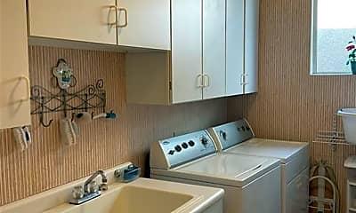 Kitchen, 409 Pinnacle Heights, 2
