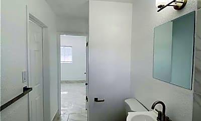 Bathroom, 246 W Philadelphia Ave 6, 2
