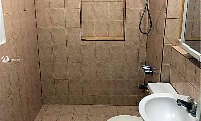 Bathroom, 2321 NW 26th St U, 1