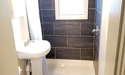 Bathroom, 3925 Greenmount Ave 1, 2
