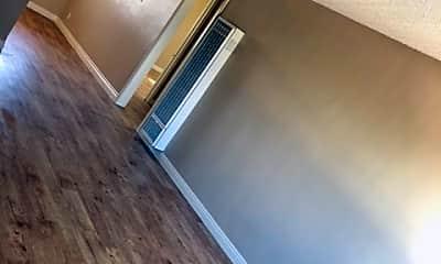 Living Room, 737 N Mavis St, 1