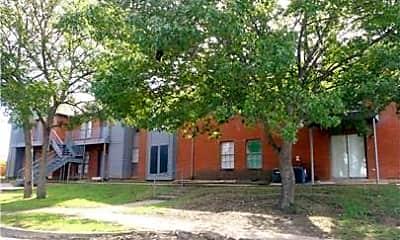 Building, 805 W Walnut St 18, 1