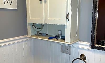 Bathroom, 4815 W Waveland Ave, 1