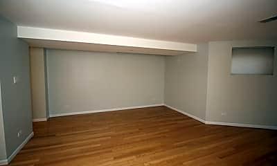 Bedroom, 4748 N Magnolia Ave, 2