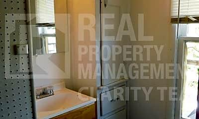 Bathroom, 818 Phillips Ave, 2
