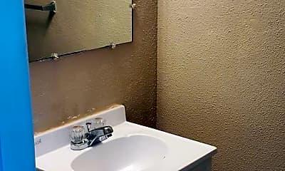 Bathroom, 3100 Lincoln Dr, 2