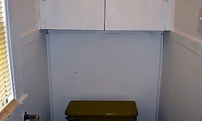 Bathroom, 803 W Jefferson St, 2
