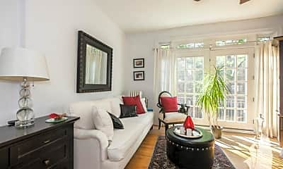 Living Room, 604 W Patterson Ave, 2