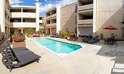 Pool, 2330 E Del Mar Blvd, 1