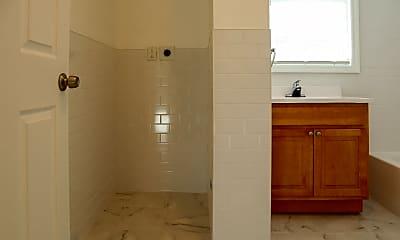 Bathroom, 373 N 6th St 1R, 2