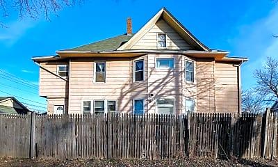 Building, 1001 Reaney Ave E, 2