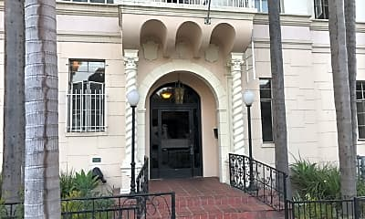 Linda Vista apartments, 2