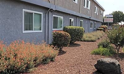 Courtyard Plaza, 0