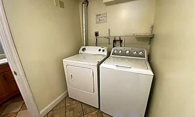 Bathroom, 524 Walnut St, 2