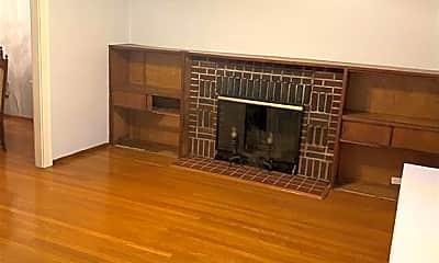 Living Room, 342 N High St, 1