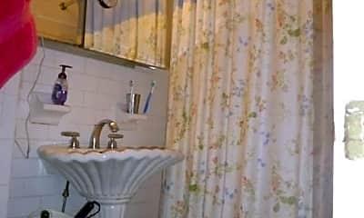 Bathroom, 105 Charles St, 2