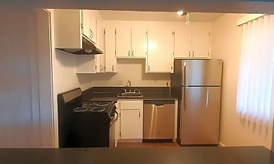 Kitchen, 1405 Phelps Ave, 1