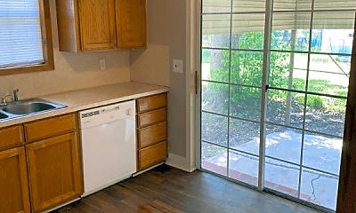 Kitchen, 3133 South Dr, 2