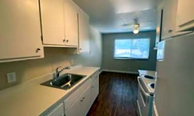 Kitchen, 515 Camanche Ln, 1