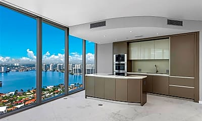 18975 Collins Ave 3404, 1